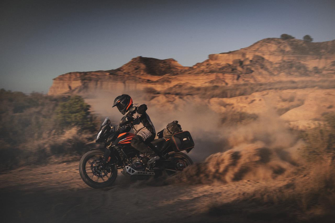 Images : 17番目の画像 - KTM「390 ADVENTURE」の写真を全て見る - webオートバイ