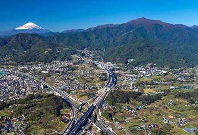 画像: 伊勢原JCTから大山方面を望む。