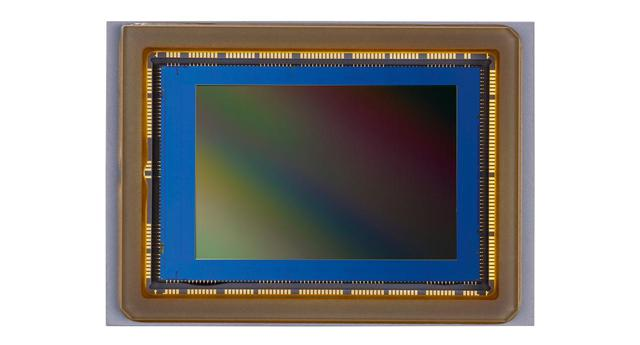 画像: 2410万画素APS-CサイズCMOSセンサー