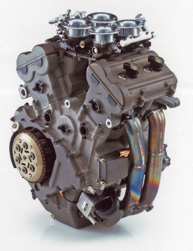 画像: スズキの初代モトGPマシーンとなったGSV-Rは、2サイクル500㏄マシーンRGV-Гのフレームをベースに、そこに積みやすい狭角V4エンジンを選択。最初期型はシリンダー挟み角が60度で、180度クランクを採用し、クランクシャフトと等速逆回転する1次偶力バランサーをクランクシャフト前方に装備していた。