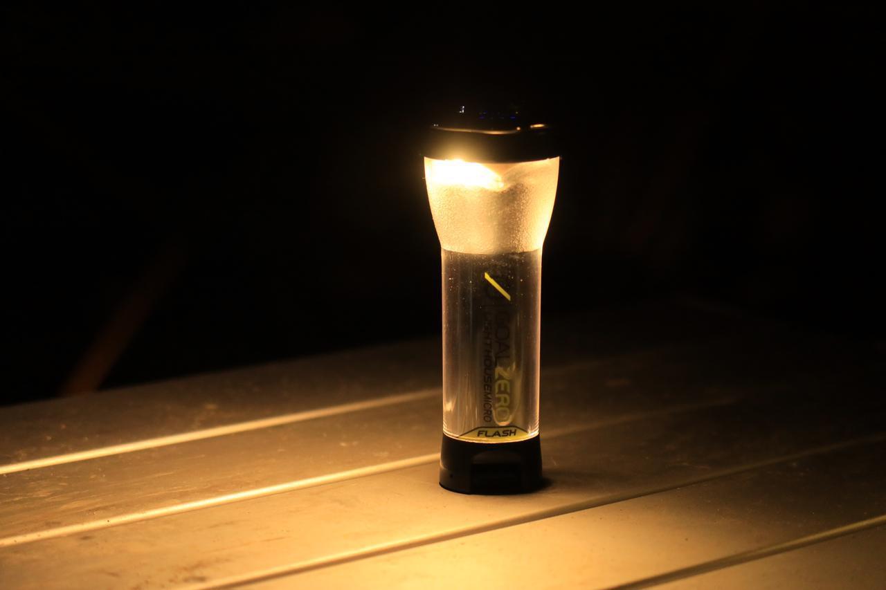 画像: 前回の自腹インプレで紹介した充電式ランタン。これ抜群によかったです。 F2.8/1/80秒/ISO800 www.autoby.jp