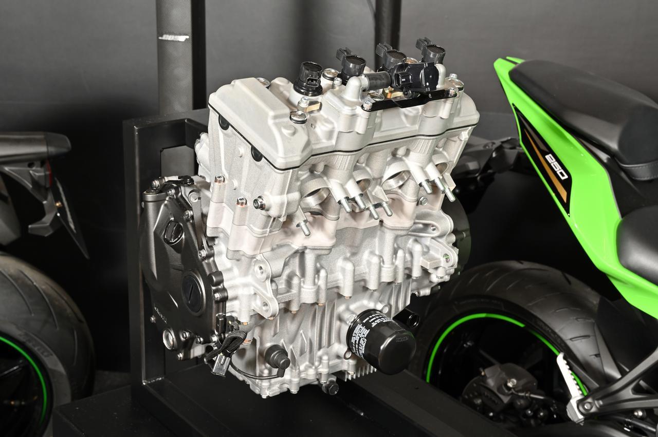 画像1: 話題沸騰のZX-25Rのエンジンの実物をどこよりも早く見れる!