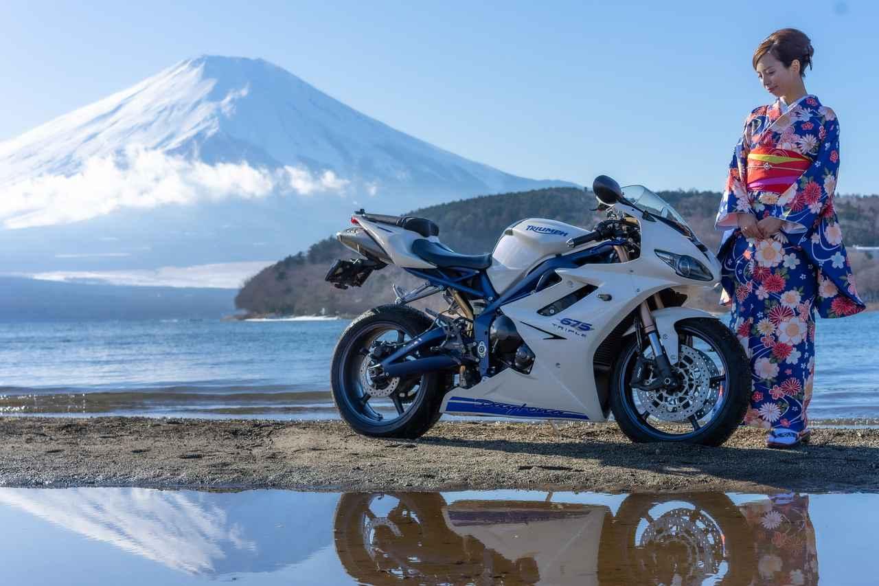 画像: 毎年恒例ですが、年始の挨拶は富士山と愛車と着物です。