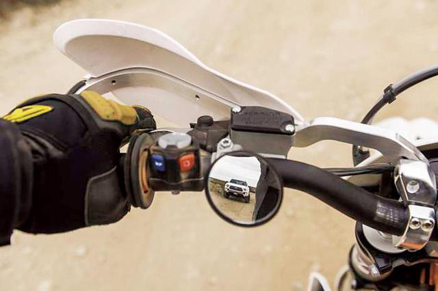 画像: トレイルミラー/22.2mmのハンドルバーに取付可能な汎用ミラー 保安基準に鏡面面積が満たないため、メインのミラーとしては公道ではご使用いただけません。公道でご使用の場合はサブミラーとしてご使用ください。