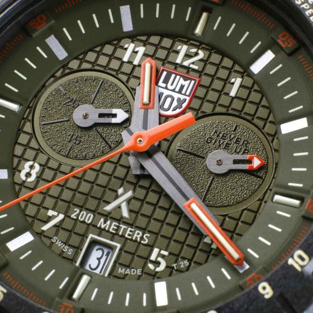画像1: 偉大な冒険家とコラボしたサバイバル仕様の腕時計