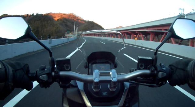 画像: 鮎沢PAの手前あたりで明るくなってきた。