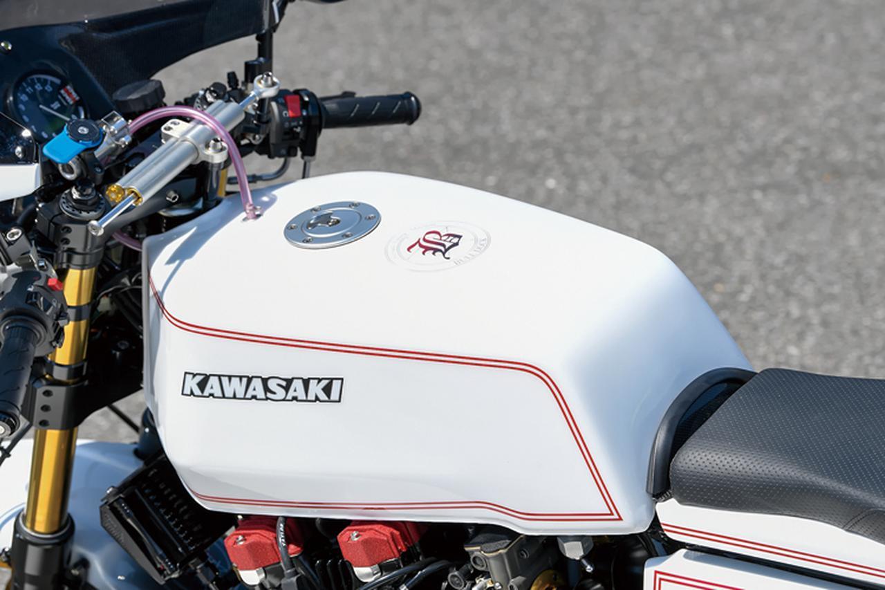 画像: 燃料タンクはⅡ型Z1-R形状だがカラーや本文にあるような全体構成によって、ノーマルのようなファットな印象はなくなっている。