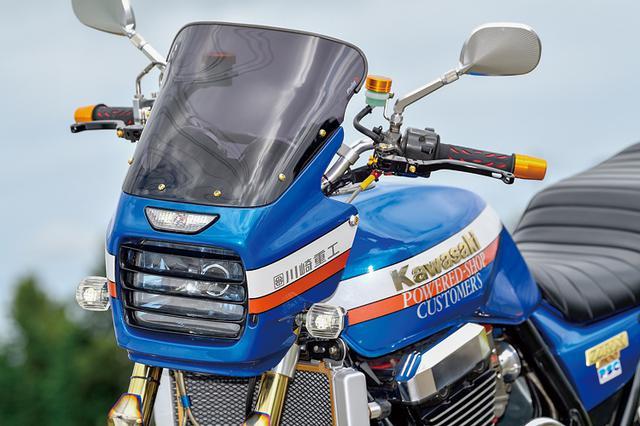 画像: カウルまわりではヘッドライトルーバーやロングタイプスクリーンが装着され、アルミボディのミラーはアントライオン製に換装される。