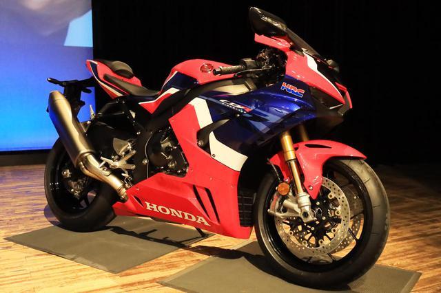 画像: 発表会場にはCBR1000RR-R FIREBLADE SPも展示されていました。