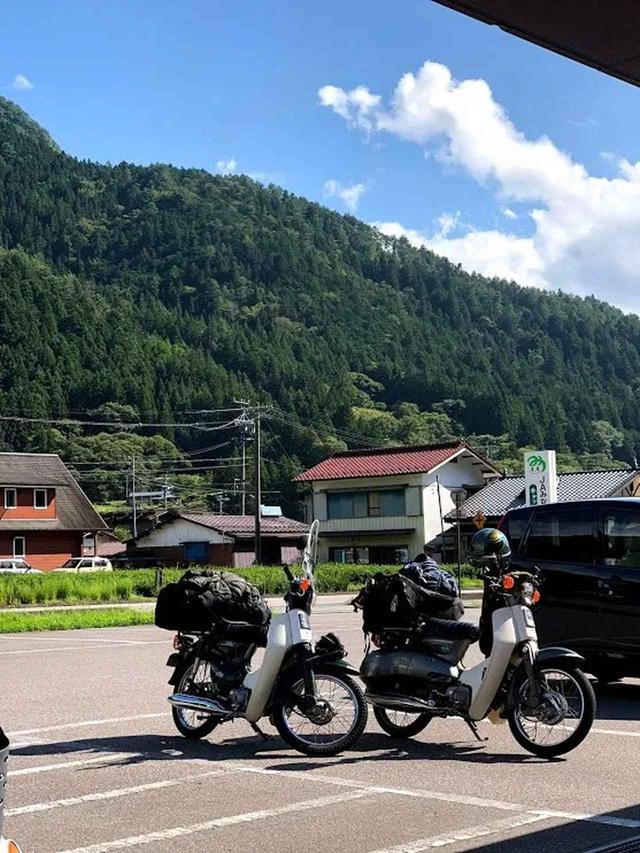画像: 長野県飯田市遠山郷「かぐらの湯」の斜め向かいにあるヨシムラヤストアーにて買い出し。