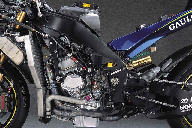 画像2: 多くの新技術を盛り込みつつ、12年ぶりのライダータイトルをヤマハにもたらした、2004年モデル