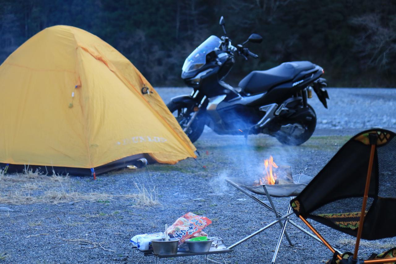 画像: 直火OKのキャンプ場に焚き火台を持っていく余裕までありました。