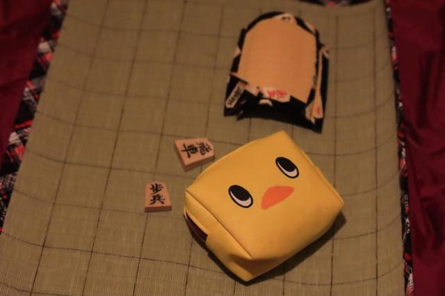 画像: チキンラーメンのおまけに付いていたポーチが駒入れとして絶妙なサイズでした。