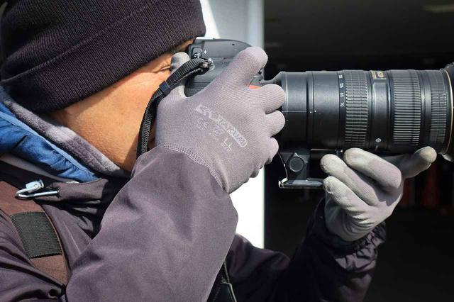 画像5: 素手感覚が大事なバイクカメラマン。寒い日はどうしてる?