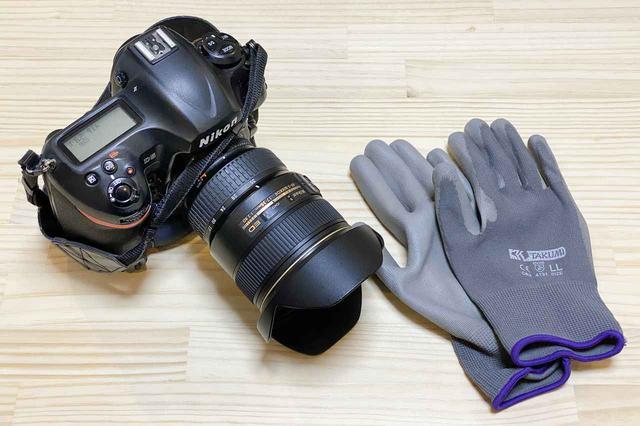 画像: 念のためご忠告。この手袋はバイク用ではありません、撮影や作業のときに使ってくださいね!