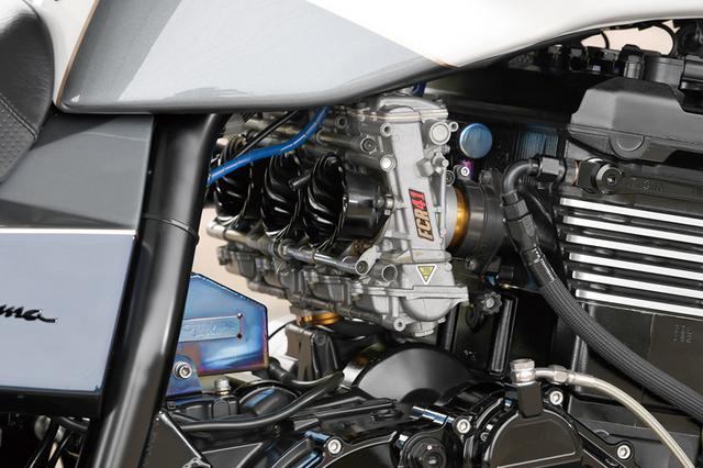 画像: キャブレターはFCRφ41mmで、マフラーはノジマでのワンオフによるSCチタン。冷却系はTGNセットアップビッグラジエーター&オイルクーラーを装着している。
