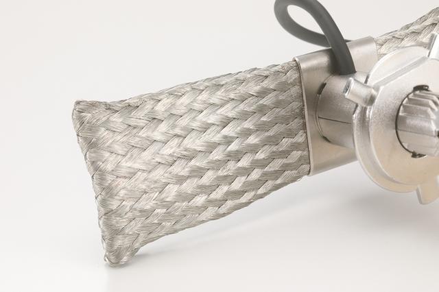 画像: 商品名の由来となったヒートリボン。灯具に広げて密着させ、ヒートパイプからの熱を効率よく放熱する。