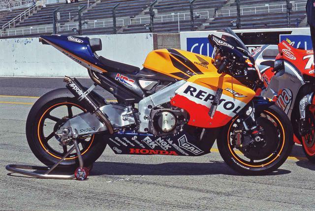 画像: 【MotoGP創成期①】WGPからMotoGPへ「4サイクル990㏄時代の初代GPマシンたち」<HONDA RC211V 編>-2002年- - webオートバイ