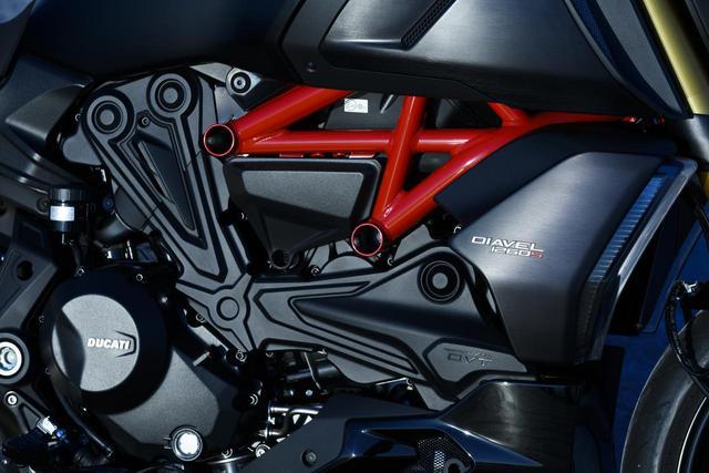 画像: 「テスタストレッタDVT 1262エンジン」を搭載する新型ディアベル1260。最高出力は159PS、最大トルクは129Nmを発揮する。
