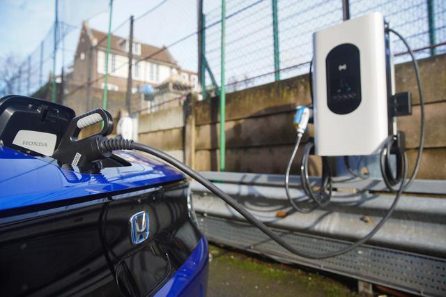 画像: ロンドン・イズリントン特別区に設置された双方向充電器「sospeso & charge」。