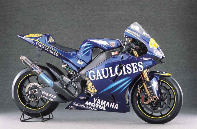 """画像: 【MotoGP創成期】YAMAHA YZR-M1(2004)前編 〜WGPからMotoGPへ """"4サイクル990㏄時代の初代GPマシンたち""""〜 - webオートバイ"""