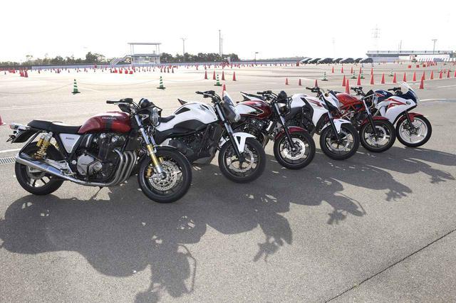 画像: 中型車から大型車まで年式の新しいホンダのバイクがずらり。