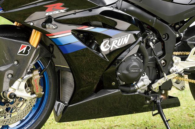 画像: エンジンまわりはノーマルで、左右にGBレーシング製スライダーを装着している。またラジエーターコアガード、エキパイガードもセットする。
