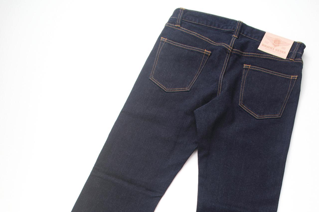 画像: リヤビューは逆にシンプルなデザインだ。裾部はストレートフィニッシュを採用している。