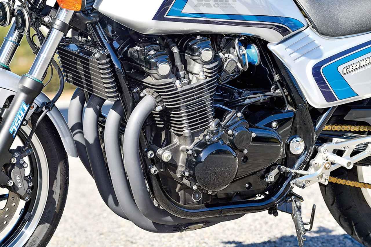 画像: 空冷DOHC4バルブ直列4気筒1140ccのエンジン、ダブルクレードルフレーム等のハード面はCB1100そのままを使うが、違和感はない。