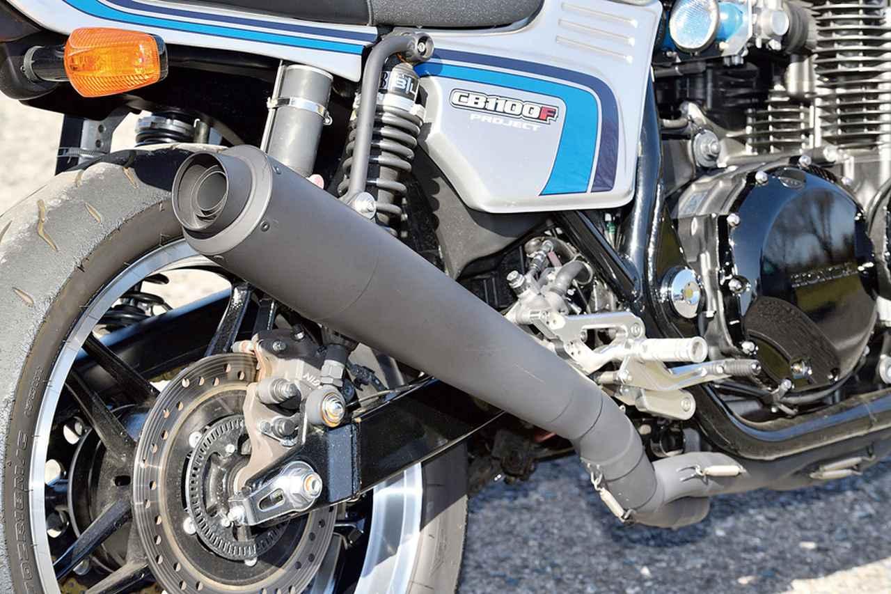 画像: CB-F現役当時のAMAスーパーバイクレーサーを彷彿させるメガホン形状の4-2-1マフラーもカスタム参考例として装着。
