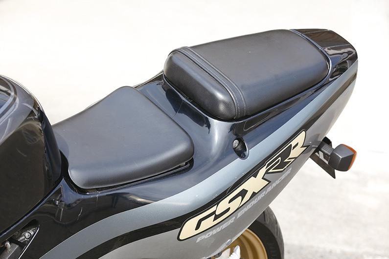 画像: 前モデルはワンピースのシートだったが、レーシーなセパレートシートに変更された。