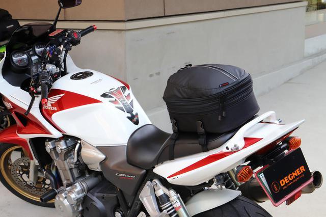 画像1: フルフェイスヘルメットも収納可能! デグナー「容量可変シートバッグ NB-50A」