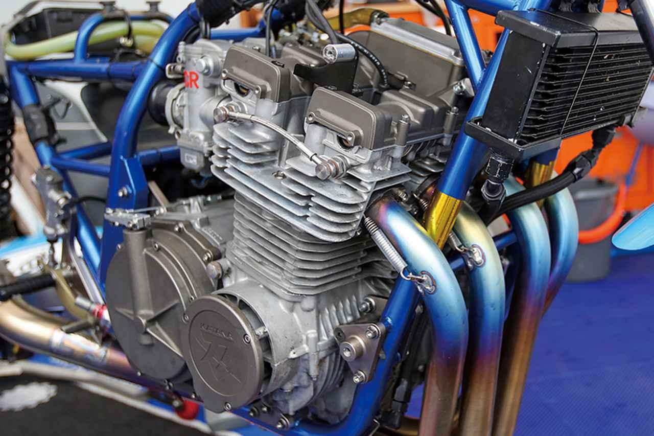 画像: エンジンはボア拡大で[純正排気量:1074→]1170cc化、ハイカムやステンレスバルブも組まれる。コンロッドやリビルドクランク、コンロッド大端部のベアリングやクランクベアリングなどは当のスズキ・ビンテージパーツプログラム(GSX1100Sもラインナップされている)から供給される。