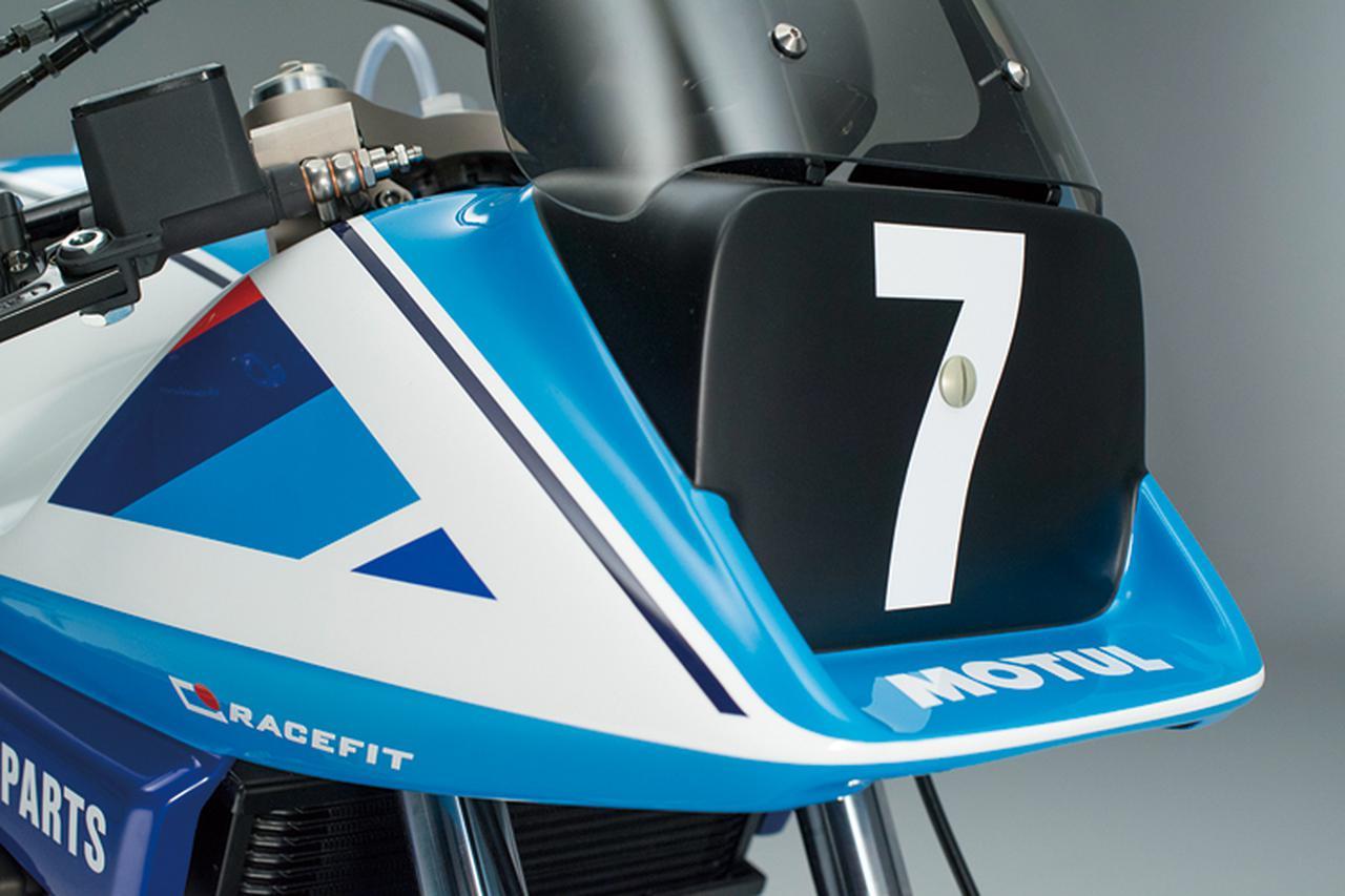 画像: まさしくカタナと言えるフロントカウル。当時の鈴鹿8耐やAMAスーパーバイク用カタナと同様にアンダーフィンは外されている。