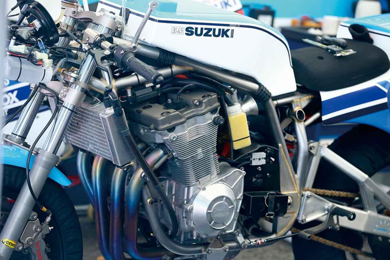 画像: エンジンは油冷4バルブを積んだが、当初現地イギリスでも「XR69に油冷とは……」的物議も起こったという。チタンコンロッドなどの組み込みやカムプロファイル変更などのチューニングも行われ、出力はGSX-R1100Gの130psから35psアップの165psとなった。
