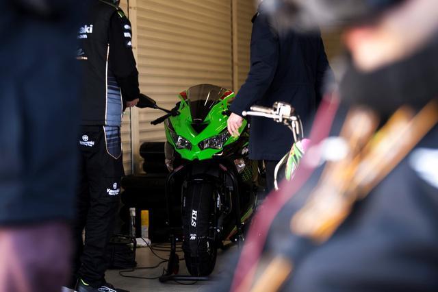 画像: Kawasaki Racing Team、そしてジョナサン・レイ選手とアレックス・ロウズ選手の協力のもと、ヘレス・サーキットを舞台に両ライダーによるNinja ZX-25Rの走行シーンの動画&写真撮影が行われたというニュースは、先日ツイッターを中心に伝えられていた。