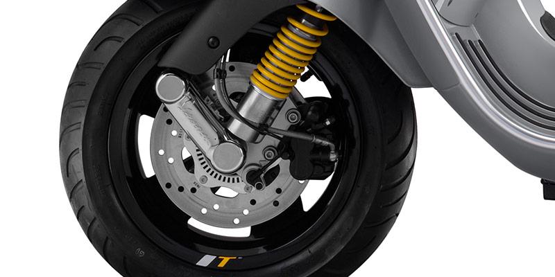 画像: ABSアンチブレーキシステムやASR電子トラクションコントロールを装備