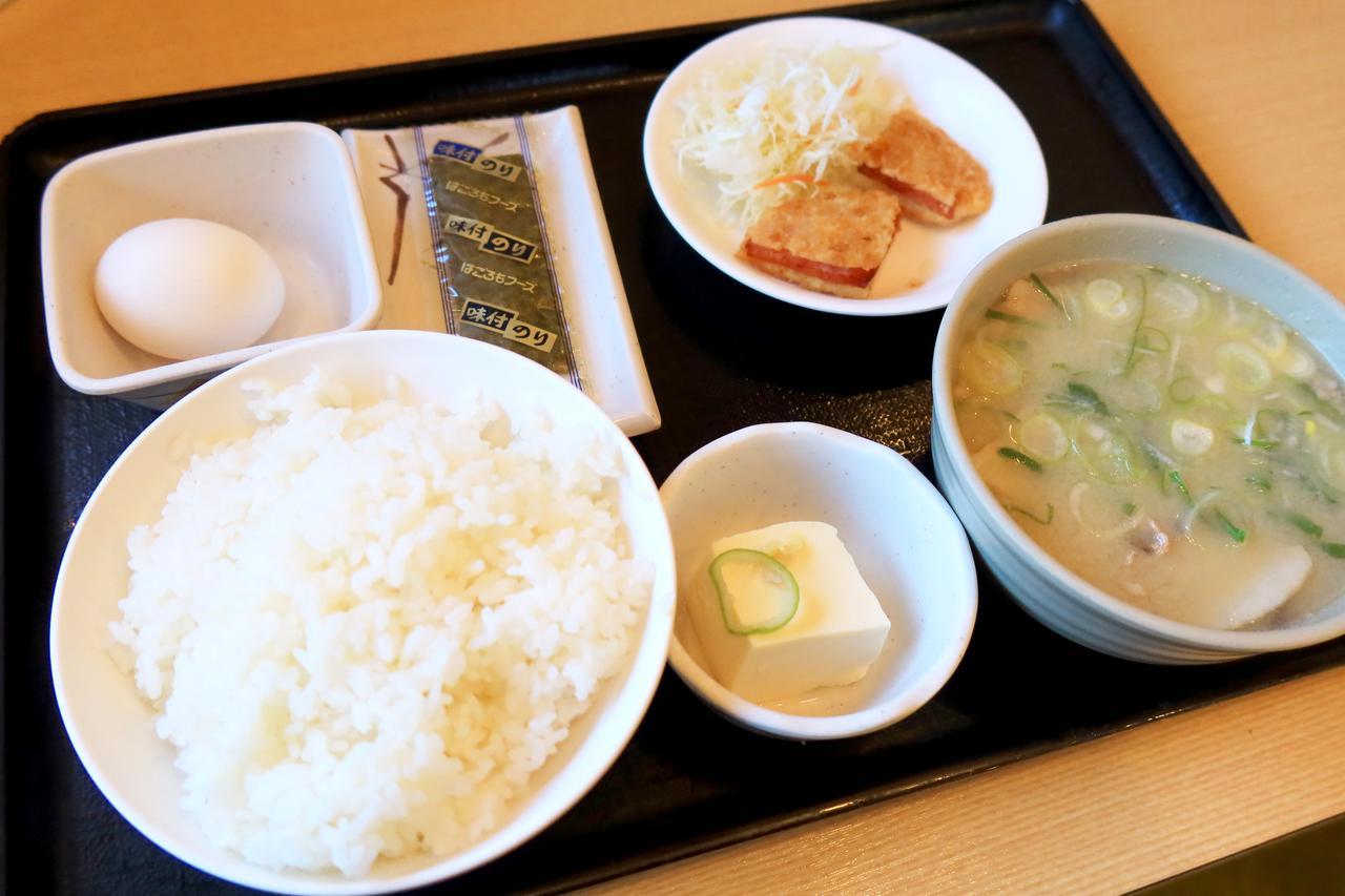 画像: 豚汁定食(ハムカツ付)税込730円