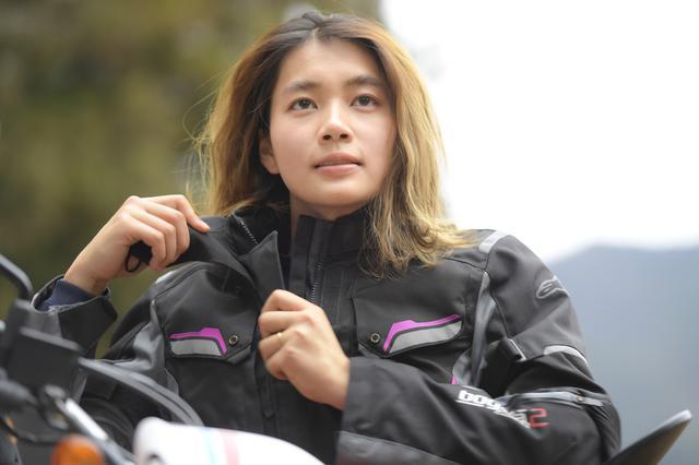 画像: 動画の主役は、オートバイ女子部のサポーターとしてお馴染みのアルバート大林。