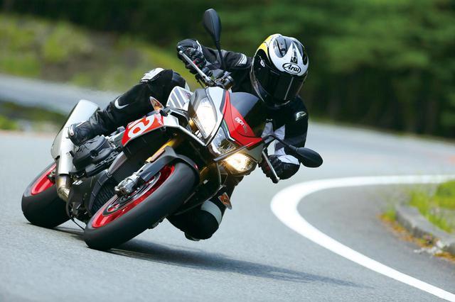 画像: 【APRILIA TUONO V4 1100 FACTORY】イタリアの雄が放つストリートの稲妻!【試乗インプレ】(2017年) - webオートバイ