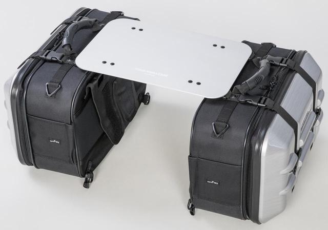 画像: サイドバッグ「ツアーシェルケース」組み合わせて使うテーブルです。