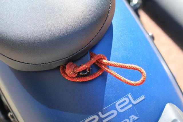 画像: そこでこんな感じにして、ひとつの輪っかでひとつの荷掛フックを増設。