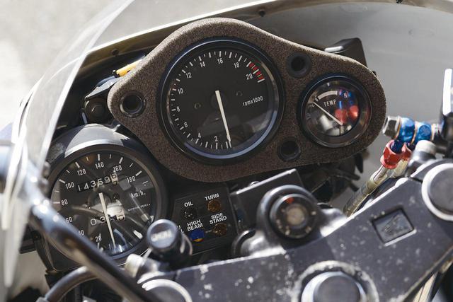 画像: スピードメーターを別体式としたレイアウト。当時のレーサーを想わせるデザインだ。