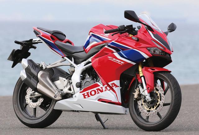 画像: Honda CBR250RR(2019年) [全長×全幅×全高]2065×725×1095㎜ [ホイールベース]1390㎜ [シート高]790㎜ [最低地上高]145㎜ [車両重量]165/167(ABS)㎏ [エンジン形式]水冷4ストDOHC4バルブ並列2気筒 [総排気量]249㏄ [ボア×ストローク]62×41.3㎜ [圧縮比]11.5 [最高出力]38PS/12500rpm [最大トルク]2.3㎏-m/11000rpm [燃料供給方式]PGM-FI [燃料タンク容量]14L [キャスター角/トレール]24度30分/92㎜ [変速機形式]6速リターン [ブレーキ形式 前・後]ディスク・ディスク [タイヤサイズ 前・後]110/70R17・140/70R17