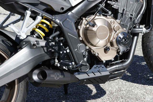 画像: モリワキの「クロスショート」フルエキゾーストは精悍なフラットブラック仕上げのショート管。価格は税込19万5800円。
