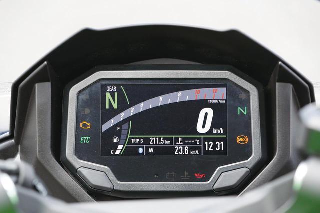 画像: Z900と同タイプのTFTメーターは、バーグラフ式タコメーターやシフトポジションなどを表示可能。背景も2種類から選べる。