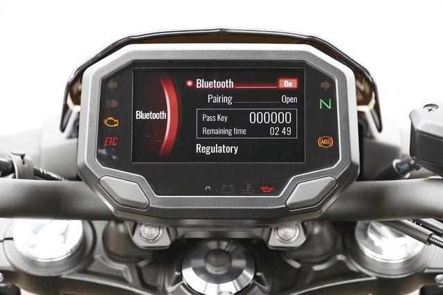 画像: ブルートゥースを用いた通信で、専用アプリを介してスマホに車両情報を表示可能。走行軌跡や現在地なども確認できる。
