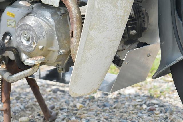 画像: ガードというか飛び石カバー。ガードというほどの能力はたぶん、ない。ぺらいけど、ルック車ということで。