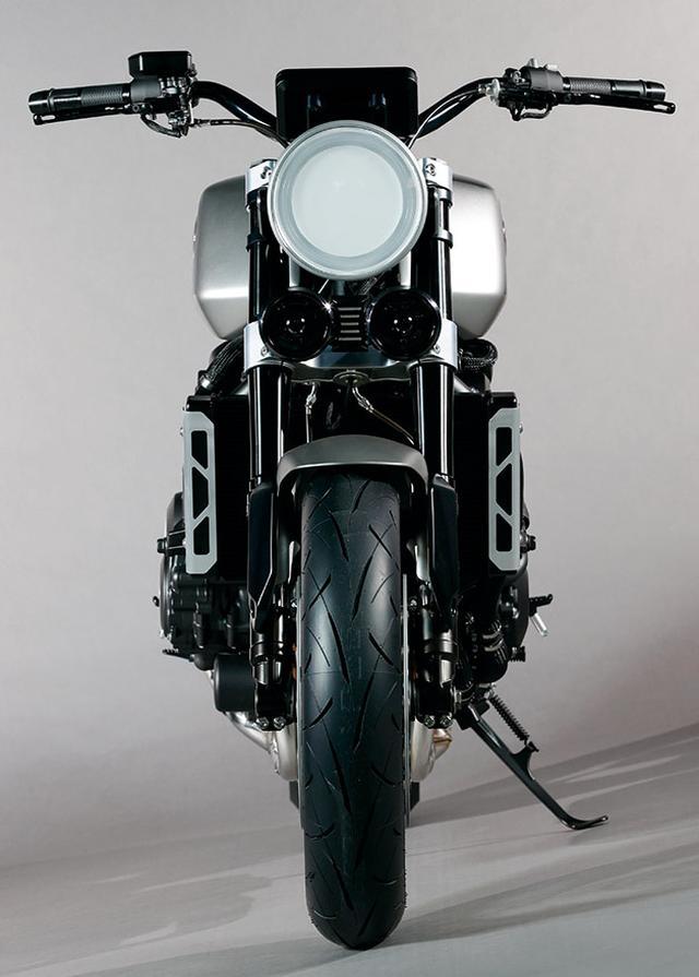 画像: ワイドなハンドルバーが、1980年代前半にAMAスーパーバイクレースで大活躍したCB750Fレーサーを想わせる。