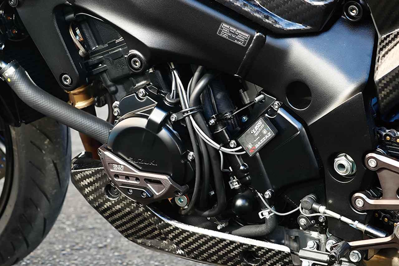画像: エンジン左側のエンジンケースガードKITジェネレーターカバー(1万9500円+税)、右側のクラッチカバー(1万8000円+税)/スターターギアカバー(1万4000円+税。前記クラッチカバーとセットで3万500円+税)は、ヨシムラ「PRO SHIELD」ブランド。アルミカバーと樹脂ガードの組み合わせでエンジンまわりを保護してくれるアイテムだ。